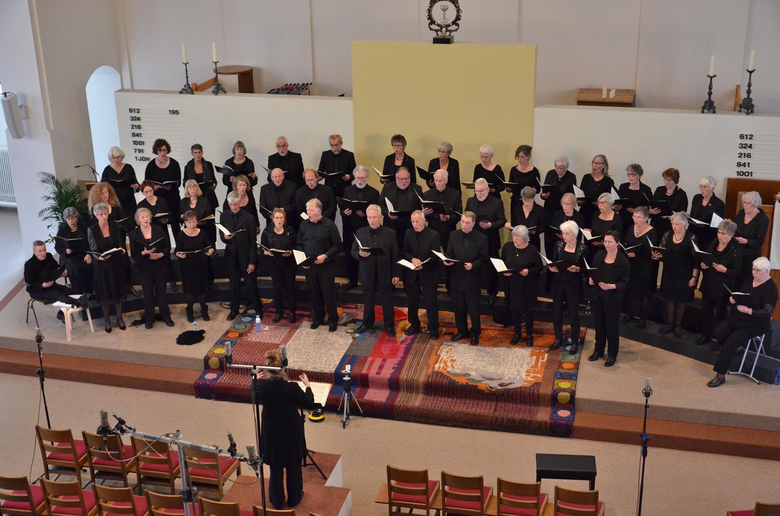 Oratoriumkoor COV Assen tijdens 4 mei concert in 2018.