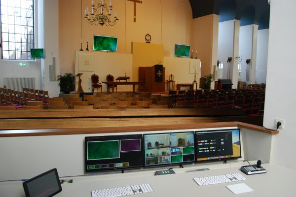 Kerkzaal met mogelijkheid van presentaties