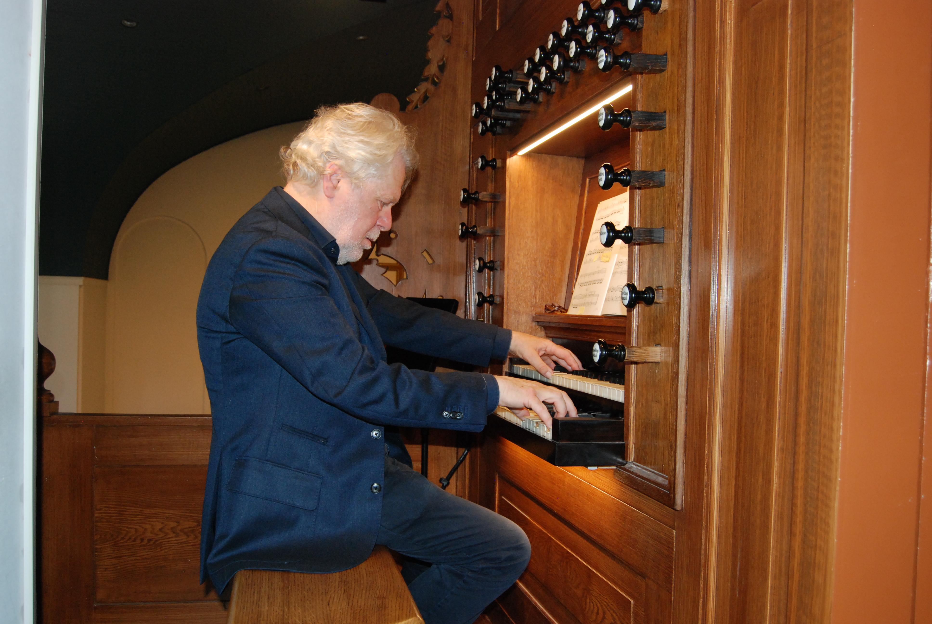 Theo Jellema op het van Dam orgel Jozefkerk Assen